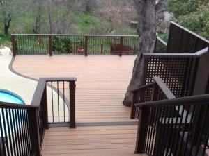 trex-deck-with-privacy-screen-and-curved-edge